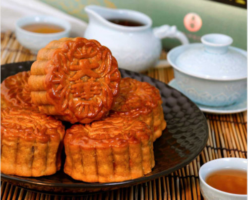Single Yolk Mooncake from Majestic Restaurant, Majestic Bay Restaurant and JING Seafood. Delivering islandwide in Singapore powered by Oddle.